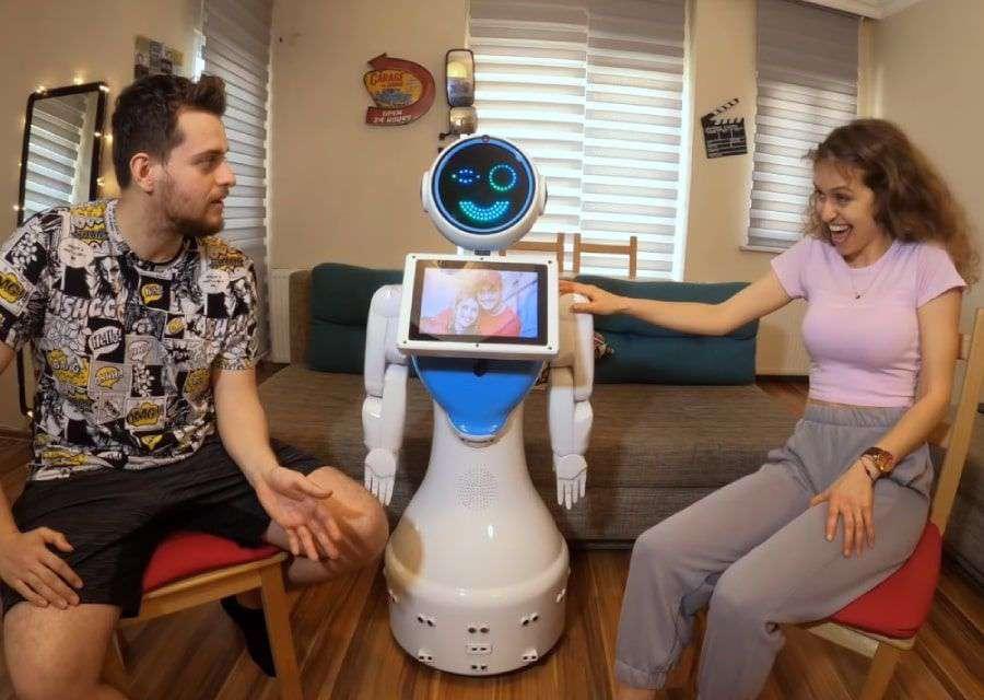ROBOTLA EVDE BİR GÜN GEÇİRMEK!